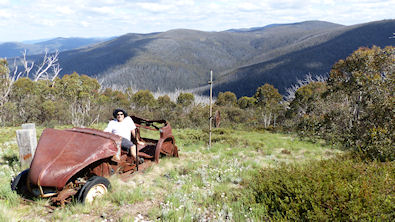 L'Austin A40 et la piste de slalom