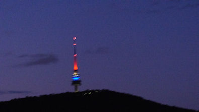 telstra_tower_bleu_blanc_rouge_395